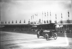 jules_goux_at_the_1913_french_grand_prix_7